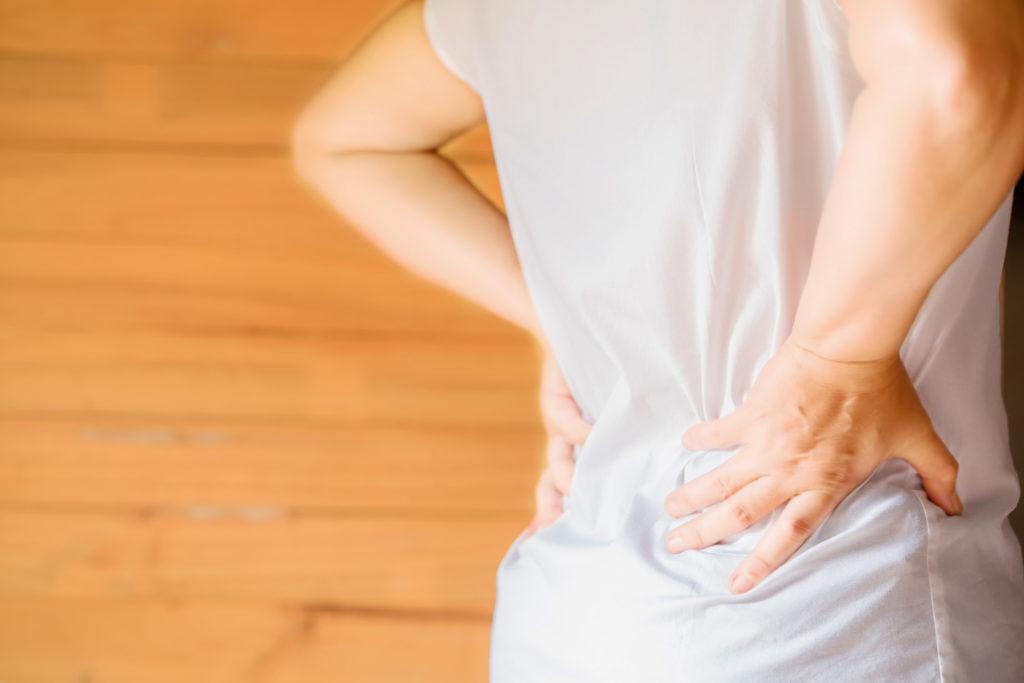 Femme douleur dos arthrose